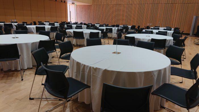 丸テーブルクロス セミナー・懇親会の会場設営